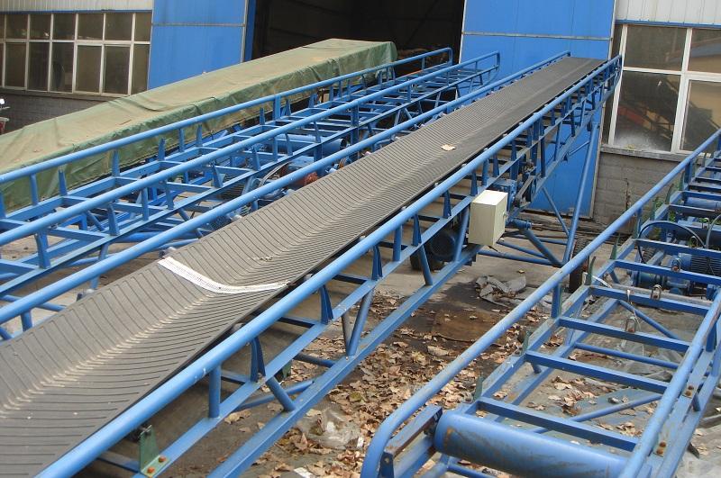 砂石皮带输送机_生产皮带输送机厂家提供